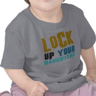 låsa upp dina döttrar tröjor