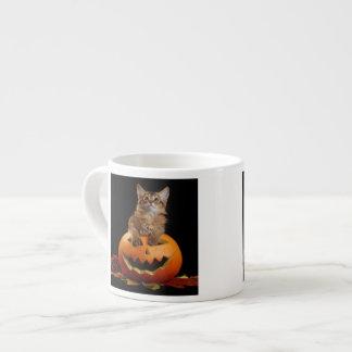 Läskig Halloween pumpa och somalisk kattunge Espressomugg