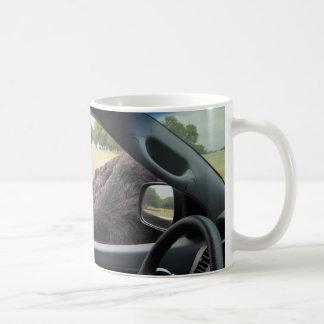 Läskig Ostrich i en bil! Kaffemugg
