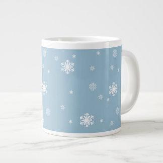 Låt det snöa snöflingormönster på blått, vinter jumbo mugg