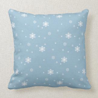Låt det snöa snöflingormönster på blått, vinter kudde