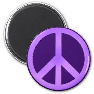 Lavendel på mörk purpurfärgad fredstecken magnet rund 5.7 cm