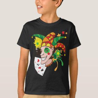 Le jokeren med kort tshirts
