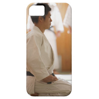 Ledar- knäfalla för Judo på ett mattt iPhone 5 Case-Mate Cases