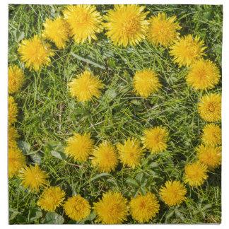 leende med maskrosen på gräs tygservett