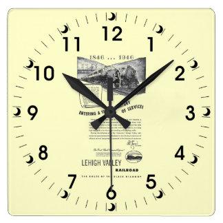 Lehigh dalJärnväg-En understöder århundrade av Fyrkantig Klocka