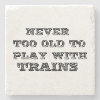Lek med tåg underlägg sten