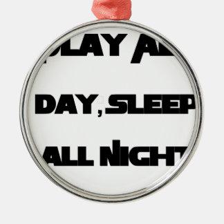 Leka all dag, sova all natt julgransprydnad metall