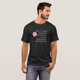 Leka inte den ryska mörk manar för rouletten t-shirt