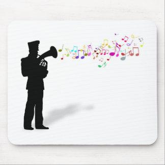 Leka mässing instrumentera musmatta