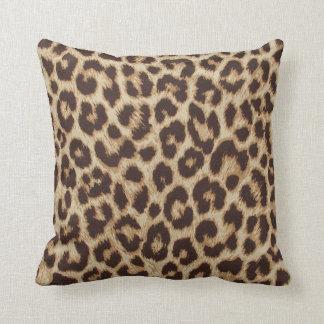 Leopardtryckdekorativ kudde
