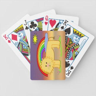 Leroy det lejona gulliga barn som leker kort spelkort