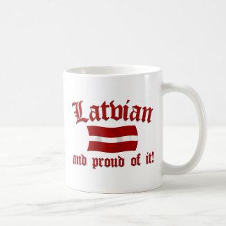 Lettiskt och stolt av det kaffemugg