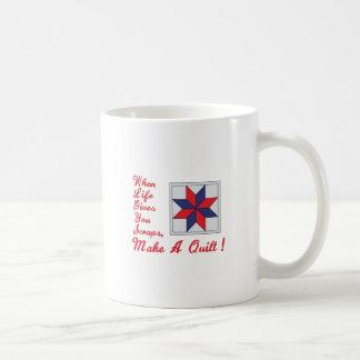 Lifes skrotar kaffemugg