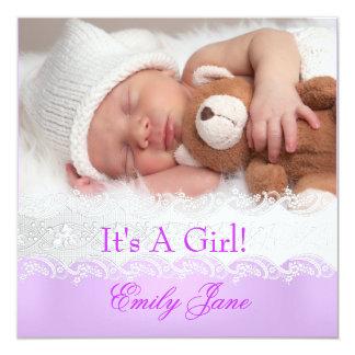 Lila foto för nyfödd bebisflickameddelande fyrkantigt 13,3 cm inbjudningskort