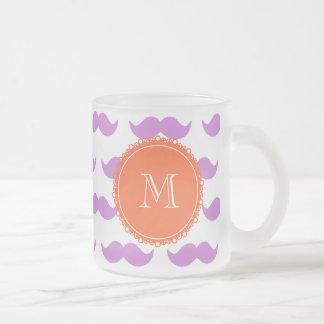 Lila mustaschmönster, korallvitMonogram Frostad Glas Mugg