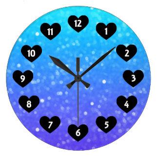 Lila- och blåttskymt med hjärtaväggen tar tid på stor klocka