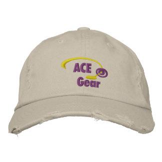 Lila- och gultöverdängaren utrustar den broderade  hatt