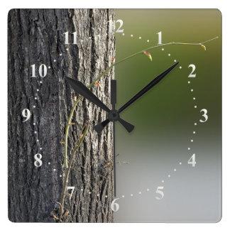 lilla grenar fyrkantig klocka