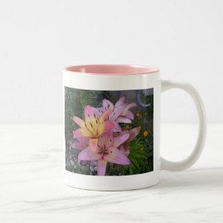Lillies - Springtime Två-Tonad Mugg