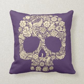 Lilor och elfenbensockerskalle kudde