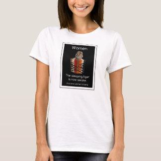 Limbindningfullt av kvinnor som sovar tigergåvor t-shirts