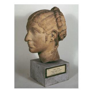 Limestonehuvud av en kvinna vykort