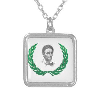 lincoln legendroligt halsband med fyrkantigt hängsmycke