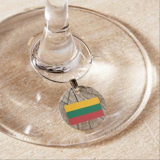 Litauisk flagga på trädskäll berlock vinglas