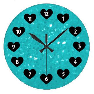 Lite blåttskymt med hjärtaväggen tar tid på stor klocka
