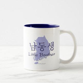 Lite broder (koreanen) Två-Tonad mugg