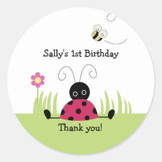 Lite födelsedag för baby shower för runt klistermärke