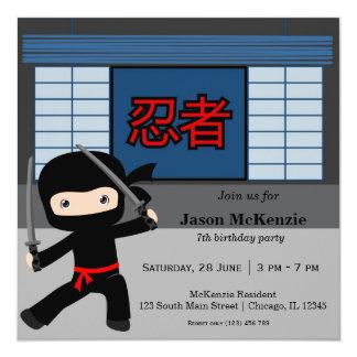 Lite ninjafödelsedagtema fyrkantigt 13,3 cm inbjudningskort