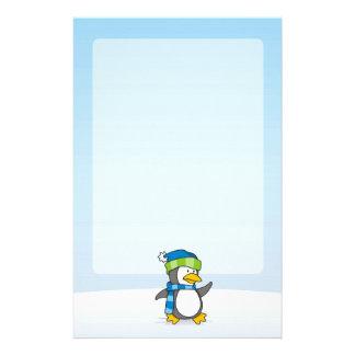 Lite pingvin som går på snö brevpapper