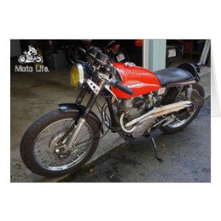 Lite röd motorcykel, vid Moto liv Hälsningskort