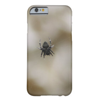 Lite svart spindelsitta på en webben barely there iPhone 6 fodral