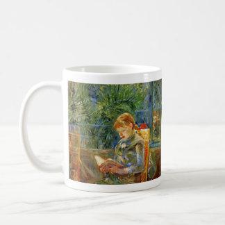 Liten flicka läsning av Berthe Morisot Kaffemugg