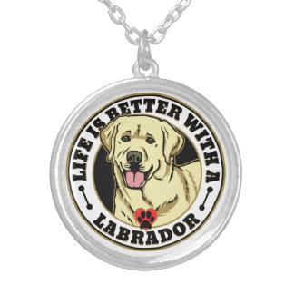 Liv är bättre med en Labrador - vit Silverpläterat Halsband