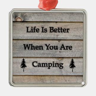 Liv är bättre, när du campar julgransprydnad metall