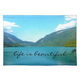 Liv är det härliga citationstecknet med sjön bordstablett