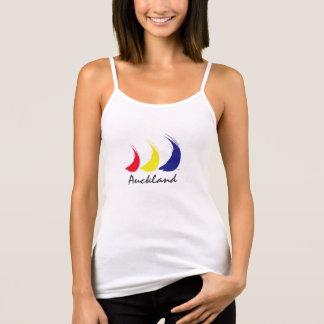 Liv är en Breeze®_Paint-The-Wind_Splashy_Auckland Tshirts