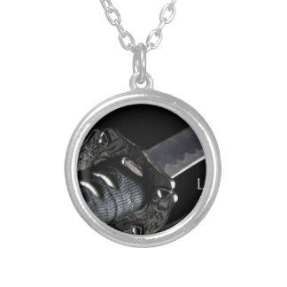 Liv är endast tillgängligt i det närvarande silverpläterat halsband