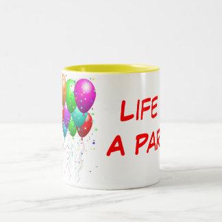 Liv är ett party! Två-Tonad mugg