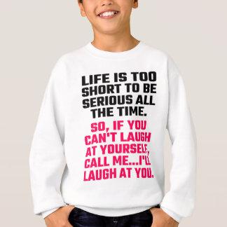 Liv är för kort att vara allvarligt hela tiden t shirts