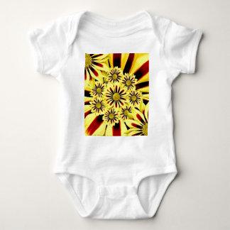 Ljus gladlynt Collage för sommargultblommigt T Shirt