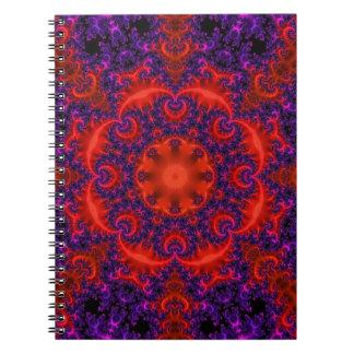 Ljus röd purpurfärgad Fractal Anteckningsbok Med Spiral