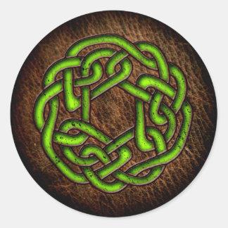 Ljust - grön celtic prydnad på läder runt klistermärke