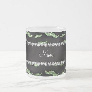 Ljust personlignamn - gröna glittermustascher frostad glas mugg
