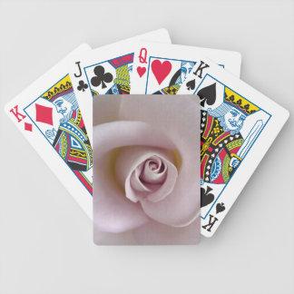 Ljust - rosor, mauveron som leker kort, överbrygga spelkort