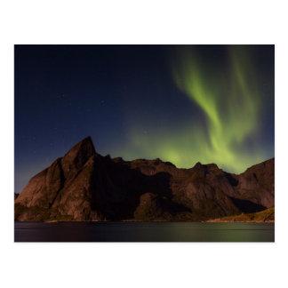 Lofoten - nordligt ljus över den Olstind vykortet Vykort